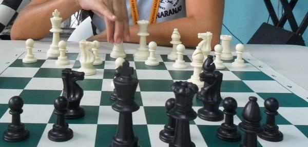 analizó 14 estudios sobre cómo la práctica estaba relacionada con diferencias en el desempeño de músicos y ajedrecistas