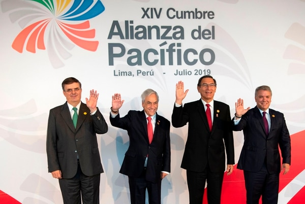 (L to R) Mexican Secretary of Foreign Affairs Marcelo Ebrard, Chile's President Sebastian Pinera, Peru's President Martin Vizcarra, and Colombia's Ivan Duque pose for photographers upon arrival to attend the Pacific Alliance Summit, in Lima on July 6, 2019. - The leaders of the Pacific Alliance countries held a summit with a call to fight protectionist policies and adopt measures against global warming. (Photo by Cris BOURONCLE / AFP)