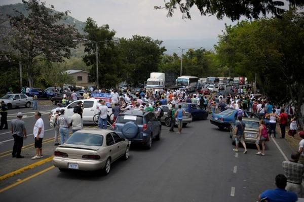 El 11 de abril vecinos de Palmares cerraron la vía en protesta por la concesión.