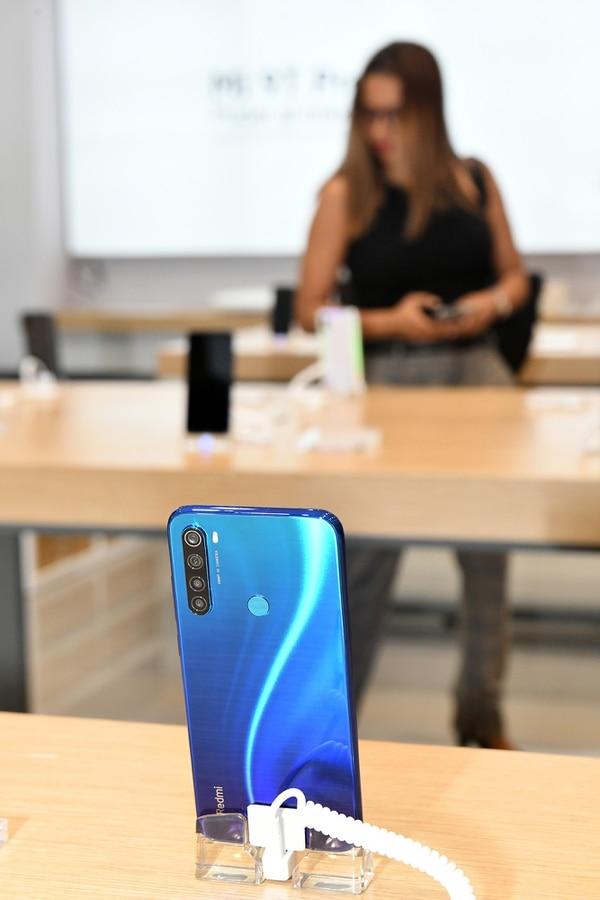 Xiaomi ingresó al mercado costarricense con celulares que van desde los ¢135.000 y que están equipados con tecnologías vanguardistas. Foto: Jorge Castillo.
