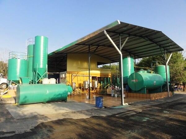 Biodiesel H&M opera desde hace cuatro años en Santa Clara de Santa Carlos. El negocio inició fabricando agregados de concreto y luego incorporó la producción de biodiesel a base de aceites recuperados y sebo de res.