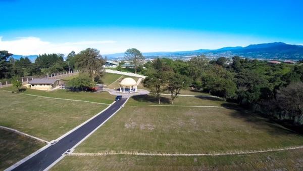 El nuevo cementerio se localiza cerca del residencial Los Alpes.