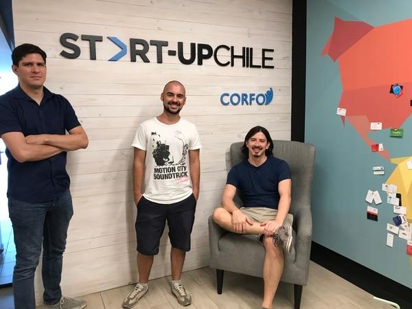 Manuel Ruh, Hans Gatgens y Javier Chan, de ProcessimLabs, ingresaron este 5 de febrero a la aceleradora StartupChile, donde participarán en un programa de siete meses.