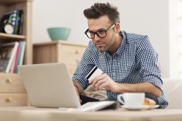 Algunos empresarios compran repuestos, herramientas y equipo tecnológico en línea por su bajo costo.