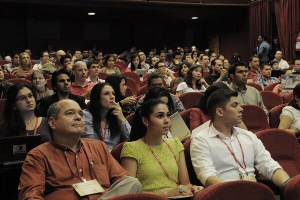 Al menos 200 personas asistieron al Transcyberiano para aprender a generar negocios en Internet.