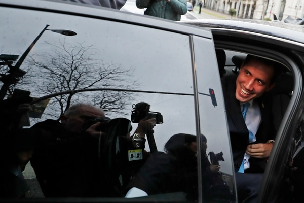 Juan Guaido llega a Madrid tras visitar Londres, Bruselas, Davos y París. AP Photo/Paul White.