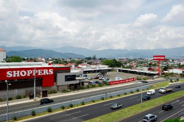 El hipermercado Shoopers abrió sus puertas en el 2014 en Zapote. Se espera que a mediados del próximo año abra el segundo en Guachipelín, el cual contará con una plaza comercial.