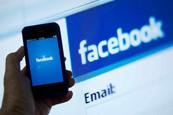 Se aconseja al patrono girar una normativa interna para el uso de redes sociales, como Facebook.