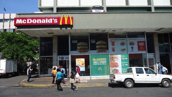 McDonald's, en San José centro, fue el primer restaurante de la marca fuera de Norteamérica, y sigue funcionando con alta visitación 48 años después de su apertura. Foto: Arcos Dorados para EF