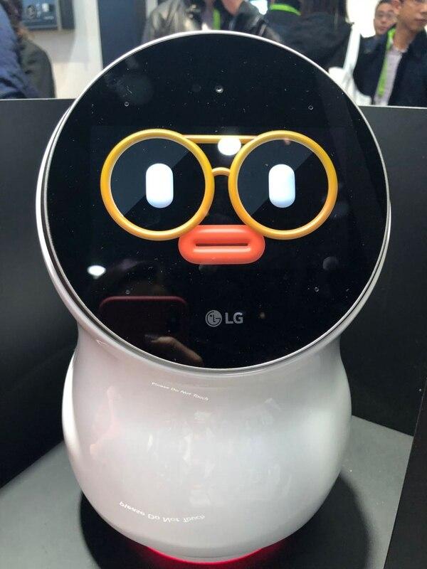 LG presentó en el Consumer Electronics Show del 2018 el asistente virtual CLOi. En la actividad a cargo de los ejecutivos de la firma, el dispositivo no funcionó y no respondió las preguntas que le hicieron.