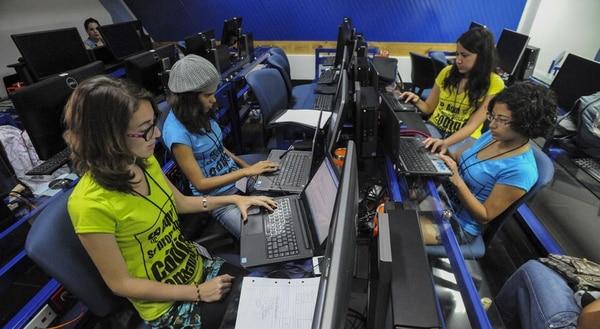 Sulá Batsú impulsa la segunda hackathon femenina en la sede del TEC en Santa Clara, San Carlos.