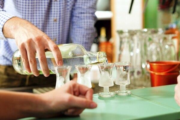 Sirva con medida. Así se evitan los tragos muy cargados, que embriagan.