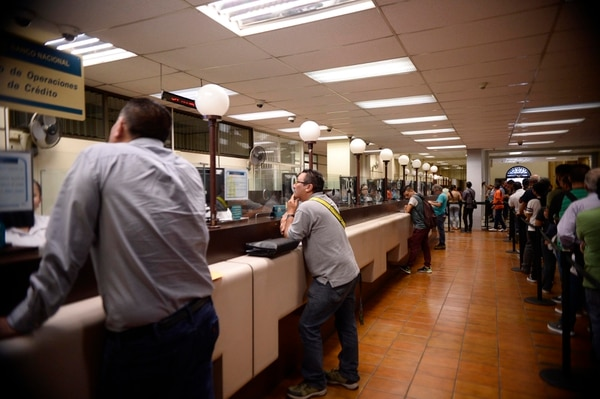 19/10/2019 Banco Nacional, Banco Nacional, Rotulos con el tipo de cambio y oficinas de credito. Fotos de Diana Méndez