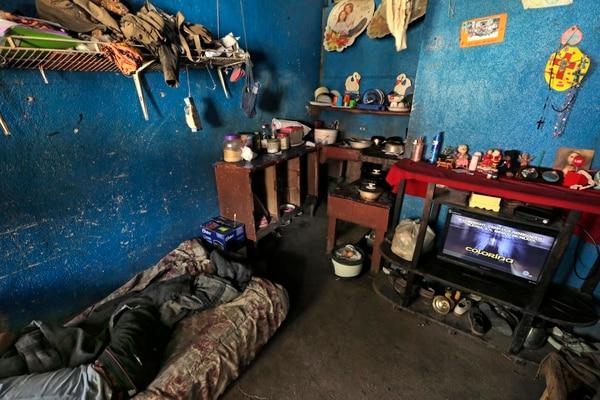 La casa de Emilia González, vecina de La Carpio, evidencia problemas de infraestructura y acceso a servicios básicos que se miden en el Índice de Pobreza Multidimensional (IPM). Fotografía: Albert Marín.