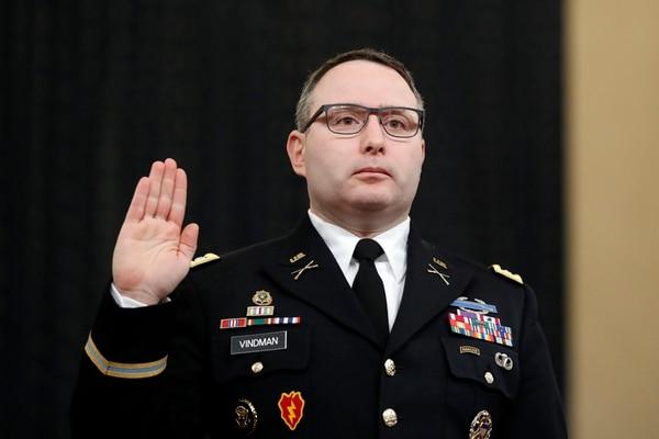 El ayudante del Consejo de Seguridad Nacional, el teniente coronel Alexander Vindman, testificó ante el Comité de Inteligencia de la Cámara de Representantes en Capitol Hill en Washington. Foto: AP.