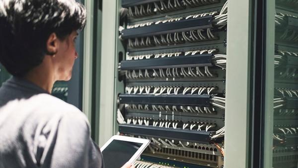 Junto a la formación integral se requiere irse capacitando y certificando en las tecnologías que van surgiendo.