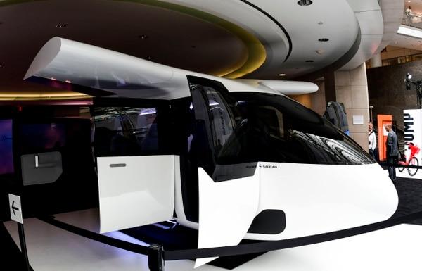 La cabina Safran del grupo francés de ingenieros Safran, destinada a viajes aéreos compartidos en Uber Air, se revela en la Cumbre de Uber Elevate el 12 de junio de 2019 en Washington, DC. Fotografía: AFP.