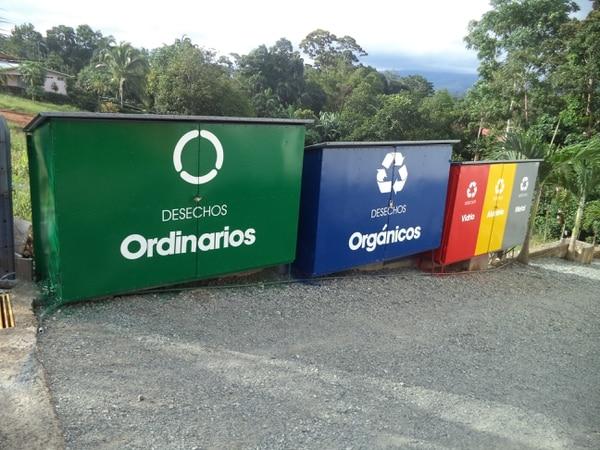 En el negocio se separan todos los materiales, incluido el aceite. La empresa fue declarada carbono neutral en enero de este año.