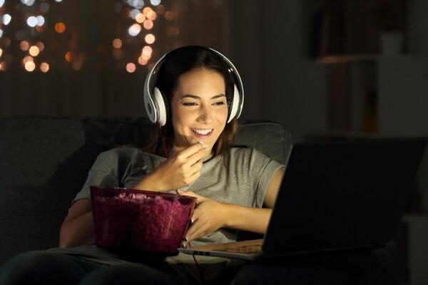 Verifique que su hogar esté bien equipado de Internet y forme combos de suscripciones que le satisfagan sus necesidades. Foto: Shutterstock.