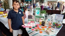 Niños emprendedores venden sus productos en 'Mercado Navideño Sabor y Diseño'