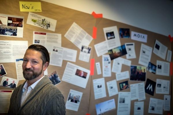 Gordon Welters/NYT PARA EF Ole Harms es el director ejecutivo de MOIA, la startup fundada por Volkswagen que se ubica entre el servicio de taxis y los autobuses. A diferencia de Uber, quiere trabajar de la mano con los gobierno locales para ser una extensión más del transporte público.