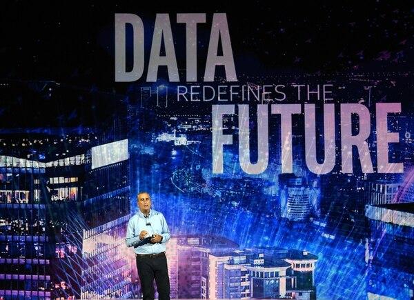 El CEO de Intel, Brian Krzanich, aseguró durante su conferencia en el CES Las Vegas 2018 que el uso adecuado de los datos que generan los dispositivos conectados a Internet será la base de las ciudades inteligentes. (Foto: AFP para EF).