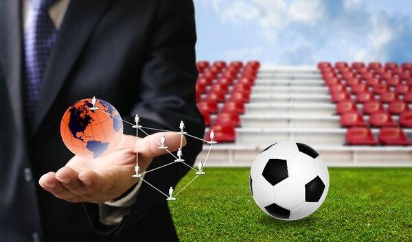 Losestudios académicos evidencian que la Copa Mundial de Fútbol raramente beneficia a los países y las ciudades anfitriones tanto como la FIFA quisiera que el público y las autoridades crean.