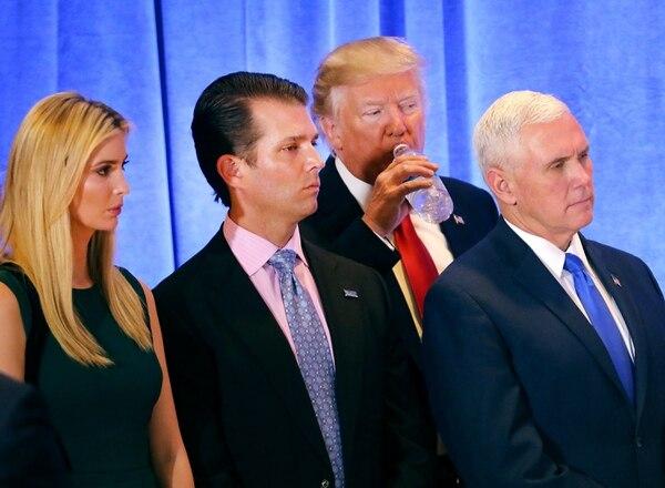 Donald Trump brindó este 11 de enero su primera conferencia de prensa. Lo acompañaron sus hijos y también el futuro vicepresidente, Mike Pence.