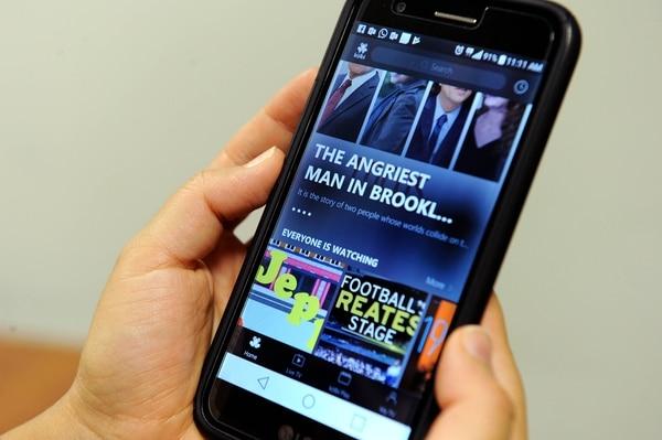 Los contenidos que ofrecen los operadores también se pueden disfrutar a través de dispositivos móviles. (Foto Melissa Fernández).