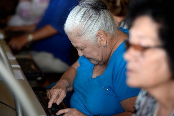 La alfabetización digital forma parte de la agenda que impulsan algunos gobiernos locales, como el de Cartago. (Foto Diana Méndez / Archivo GN)
