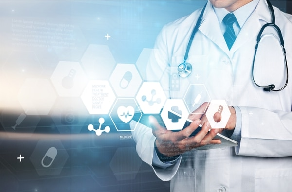 Plataformas facilitan agendar citas médicas en línea, comparar precios y hasta aplicar pólizas de seguros. Foto: Shutterstock.