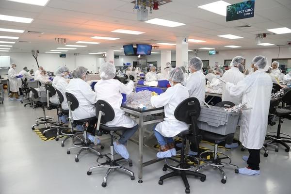 16/02/2018. Zona Franca Metropolitana, Barreal de Heredia. Visita a la planta de dispositivos médicos de la empresa Bayer en donde se muestra el proceso de creación de anticonceptivos. En la foto: Vista general de la planta de manufactura de dispositivos médicos. Foto: Albert Marín.