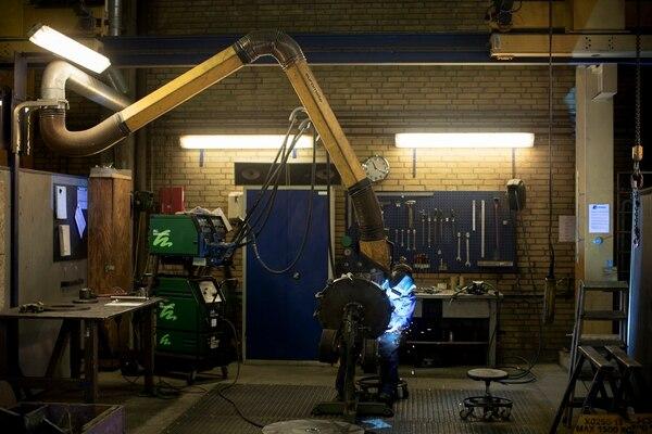 En Dinamarca las compañías están atravesando dificultades para encontrar personal especializado, pues el desempleo está llegando a niveles bajos. La firma Sjorring Maskinfabrik, que produce partes para tractores, es una de las que ha reportado problemas para encontrar personal.