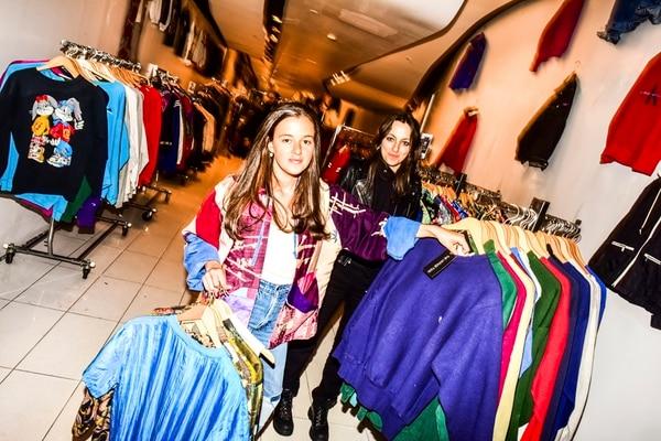 Samantha y Morgan Elias son las fundadoras de Vintage Twin en Nueva York, una tienda de ropa de segunda que también es parte de la tendencia de negocios ocasionales que alquilan locales solo por unos meses.