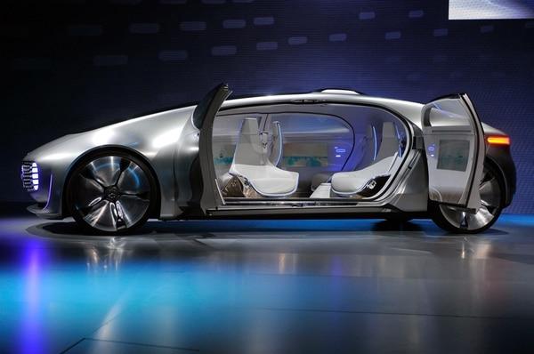 Un Mercedes-Benz sin chofer y con asientos que se vuelven.