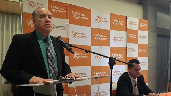 Héctor Monge (izquierda), presidente y Geovanny Garro, gerente general del Banco Popular, presentaron este 14 de enero los resultados financieros de la entidad
