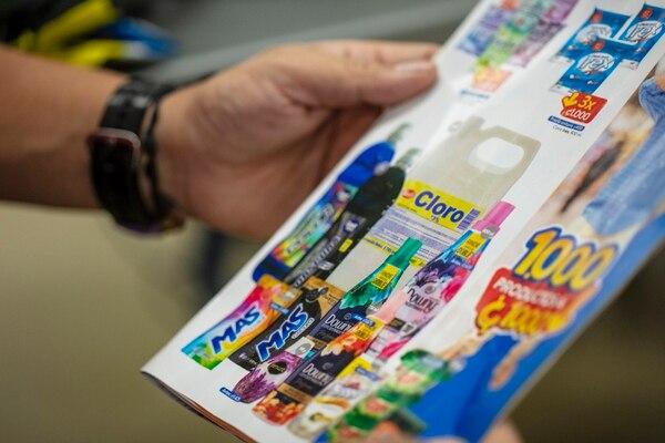 Supermercados como Walmart y Auto Mercado encontraron un aliado en las marcas privadas. José Cordero / Archivo.