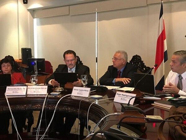 Olivier Castro, presidente del Banco Central, anunció una serie de medidas para modificar el funcionamiento del mercado cambiario.