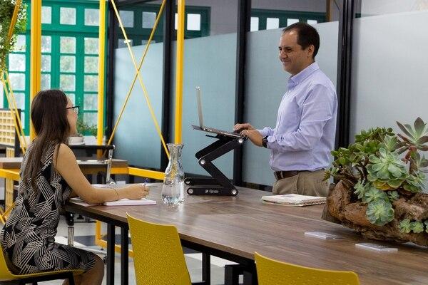 Esencialmente Coworking Space ofrece espacios compartidos para trabajo individual, espacios para trabajo en grupos y salas de reuniones, así como 'standing pops' para quienes gusten trabajar de pie. (Foto cortesía de ECS)