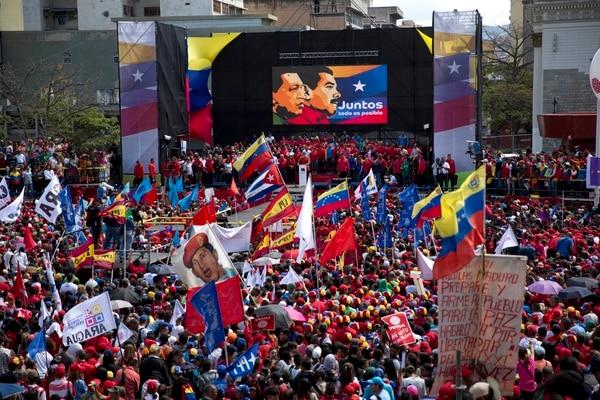 """El FMI señaló la magnitud de la crisis económica y humanitaria en Venezuela, """"cada vez mayor desde 2014″, en el marco del colapso de la producción y exportación de petróleo."""