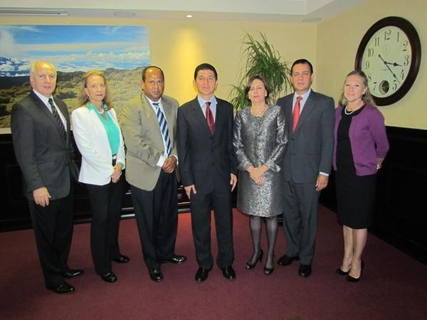 Gabriela Flores, última de izquierda a derecha, estuvo ocho meses en la junta directiva del Banco Nacional