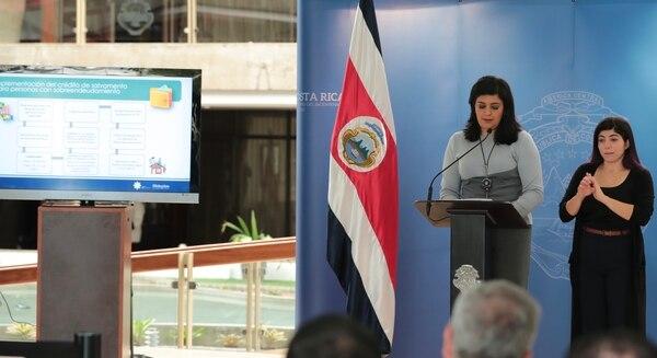 El plan de salvamento fue anunciado la mañana del 11 de octubre, por el Presidente Carlos Alvarado; Pilar Garrido, la ministra de Planificación (en la fotografía); y Rodrigo Cubero, el presidente del Banco Central. Foto Alonso Tenorio