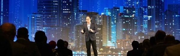 Michael Dell en un evento presencial antes de la pandemia. Esta semana su firma realizará una actividad virtual. (Reproducción EF)
