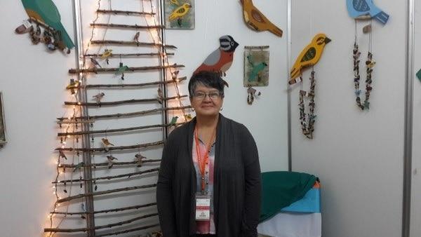 En el evento participarán 100 empresas de todo el país. La fotografía corresponde a la Feria Nacional de Mujeres Empresarias celebrada en el 2014, en la que Lorena Gutiérrez Ugalde (de la empresa Lobegu) participó. (Foto: Joanna Nelson/ Archivo GN).