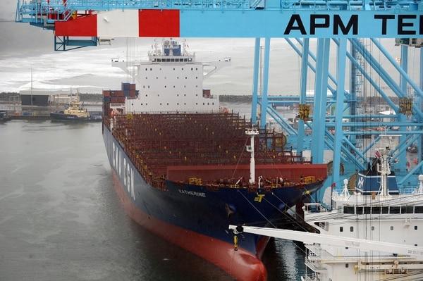 El pasado 18 de julio arribó a APM Terminals el buque de carga Katherine, una embarcación de 270 metros de largo y 42 metros de ancho, con capacidad para transportar hasta 6.900 TEUs (contenedores de 20 pies o 6,1 metros de largo). Se trata del barco de mayor capacidad que ha atracado en los puertos del Caribe. Fotografía: Jorge Castillo.