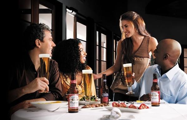 AB InBev es una firma líder global en cervezas manejando más de 200 marcas de bebidas como Budweiser®, Corona® y Stella Artois®.