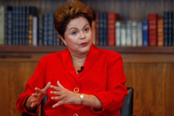 La estrecha victoria de la presidenta Dilma Rousseff en octubre sirvió como un llamado de atención para tomar nuevas medidas como recortes de gastos y aumentos de impuestos para reactivar la economía.