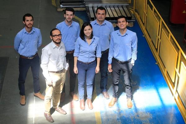 El departamento de Investigación de Desarrollo del Producto de Sylvania está compuesto por Adrián Navarro, Jorge Madriz, Eckart Holst, Natalia Castro, Juan Calderón y Heiner Sánchez. (Foto: Rafael Pacheco).