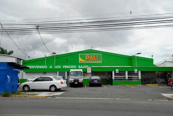 Walmart llegó a 170 supermercados Palí este año. La imagen corresponde al que se ubica en Goicoechea, contiguo al centro comercial Novacentro. Foto: Diana Méndez