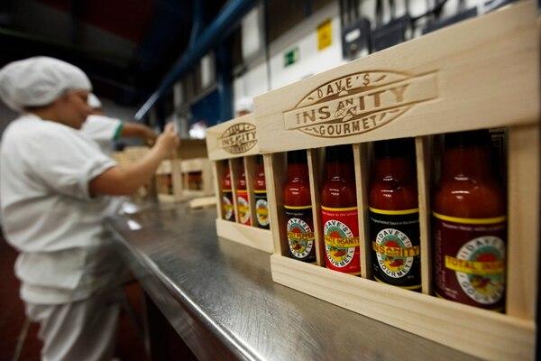 Alimentos Kamuk es una compañía dedicada a la producción y comercialización de salsas picantes y gourmet . Su fuerte es la fabricación de salsas para marca privada; el 100% de su producción esta pensaba bajo ese concepto.